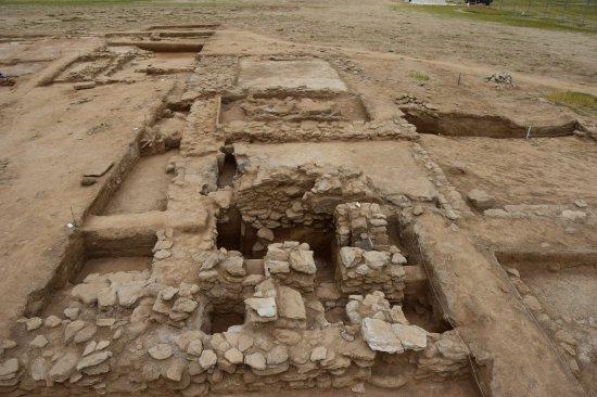Contrairement à beaucoup de restes néandertaliens qui datent de la fin de.