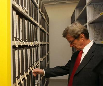 http://www.diplomatie.gouv.fr/fr/IMG/jpg/Visite-BK-archives.jpg