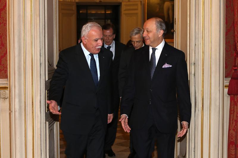 Laurent Fabius et Riyad Al-Malki - Photo : MAE/F. de la Mure