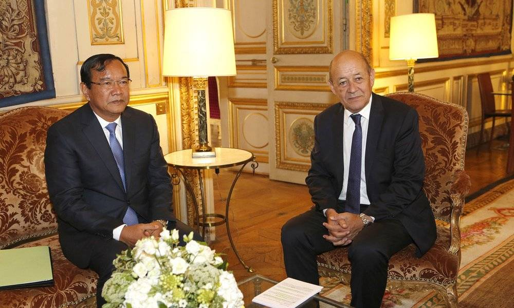Image Diaporama - Jean-Yves Le Drian et Sokhonn Prak, Ministre (...)