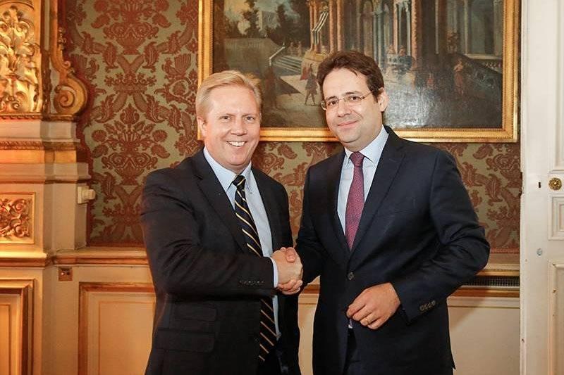Nouvelle z lande entretien de matthias fekl avec todd mc for Ministre de l exterieur